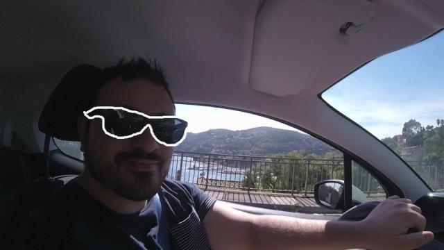 Moi en vacances, j'ai des lunettes de soleil spéciales